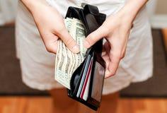 Деньги в конце бумажника вверх стоковые изображения
