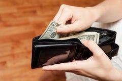 Деньги в конце бумажника вверх стоковые фотографии rf