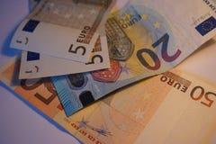 Деньги Европа наличных денег евро валюты кредиток схематическое 55 10 стоковое фото