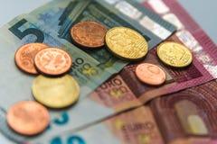 Деньги евро: крупный план банкнот и монеток Стоковая Фотография RF