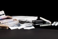 Деньги лекарств Сумки, наличные деньги и линии торговца кокаина кокса Стоковое Изображение RF