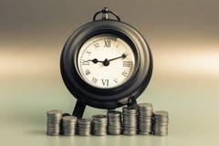Деньги и время выхода на пенсию стоковые фотографии rf