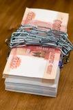 Деньги и замок стоковые изображения rf