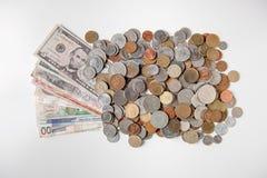 Деньги и монетки мира стоковая фотография