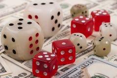 Деньги и плашки Стоковая Фотография RF