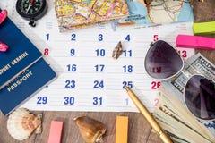 Деньги, карта, компас, календарь, seashell Стоковое Изображение