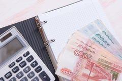Деньги, калькулятор и тетрадь Стоковые Изображения RF