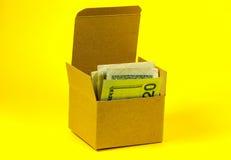 деньги коробки стоковые фотографии rf