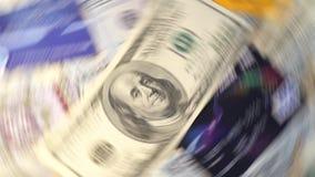 Деньги летания на белой долларовой банкноте предпосылки стоковые фотографии rf