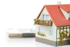 деньги миниатюры дома Стоковая Фотография RF