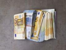 деньги наличных дег представляет счет евро Деньги валюты евро стоковые фотографии rf