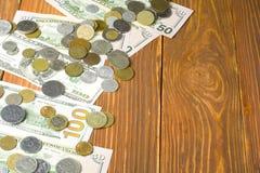 Деньги на деревянном космосе предпосылки и экземпляра для текста финансы яичка диетпитания принципиальной схемы предпосылки золот Стоковое Фото