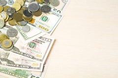 Деньги на деревянном космосе предпосылки и экземпляра для текста финансы яичка диетпитания принципиальной схемы предпосылки золот Стоковые Изображения RF