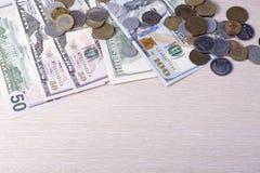 Деньги на деревянном космосе предпосылки и экземпляра для текста финансы яичка диетпитания принципиальной схемы предпосылки золот Стоковые Фото