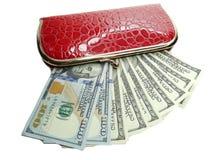 Деньги наличных денег доллара в красном бумажнике Стоковые Фото