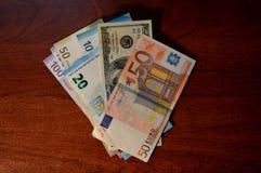 Деньги на таблице Стоковое Изображение