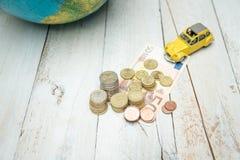 Деньги перед путешествовать стоковые изображения