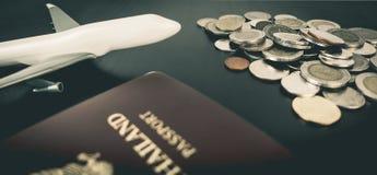 Деньги сбережений для того чтобы путешествовать мир Стоковая Фотография RF