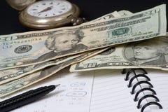 деньги сохраняют время к Стоковая Фотография
