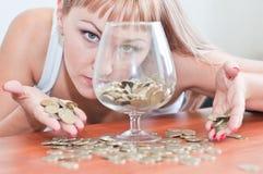 деньги стекла девушки Стоковые Изображения RF