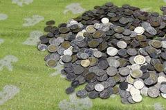 Деньги стога монеток Таиланда бата стоковые изображения rf