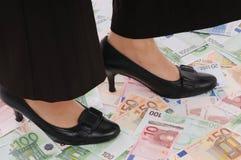 деньги стоят женщина Стоковые Изображения RF