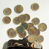 Деньги, финансы чеканит евро стоковое фото