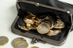 Деньги, финансы чеканит евро стоковые фотографии rf