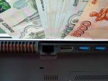 Деньги для компьютера Стоковые Фотографии RF