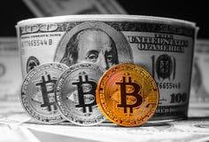 Деньги Bitcoin золота Стоковое фото RF