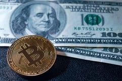 Деньги Bitcoin новые виртуальные и банкноты одного доллара Exchan Стоковые Фото