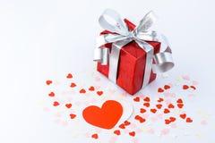 День валентинок и сердце подарочной коробки и бумаги формируют Стоковое Изображение RF