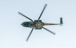 День Воздушного Флота около статуи авиаторов Вертолет в воздухе bucharest Румыния стоковая фотография rf