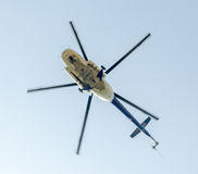 День Воздушного Флота около статуи авиаторов Вертолет в воздухе bucharest Румыния стоковые изображения rf