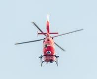 День Воздушного Флота около статуи авиаторов Вертолет в воздухе bucharest Румыния стоковые фото