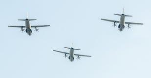 День Воздушного Флота около статуи авиаторов Самолет в воздухе bucharest Румыния стоковое фото rf