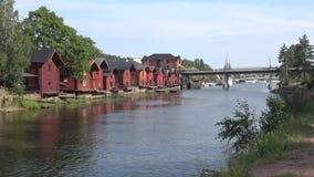 День в июле на реке Старое Porvoo, Финляндия видеоматериал