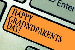День дедов текста почерка счастливый Концепция знача национальный праздник для того чтобы отпраздновать и удостоить клавиатуру де стоковые изображения