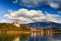 День красочной осени солнечный на озере Bled, Словения Стоковое фото RF