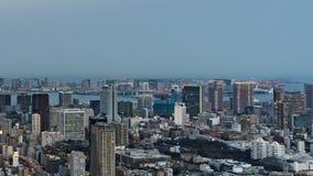 День к упущению nighttime столичных дороги скоростной дороги и города на Токио, Японии видеоматериал