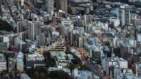 День к упущению nighttime столичных дороги скоростной дороги и города на Токио, Японии сток-видео