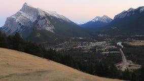 День к timelapse ночи над Banff, Канадой 4K сток-видео
