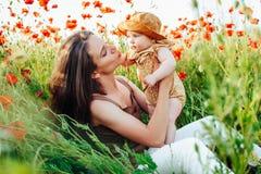 День матери и дочери Рекламировать семейные ценности и традиции стоковая фотография rf