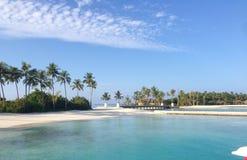 День Мальдивов солнечный на островном курорте NIYAMA стоковые фото