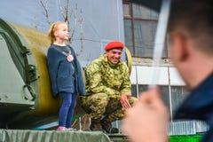 День независимости в улице Khreshchatyk в Kyiv, Украине Выставка воинского оборудования редакционо 08 24 2017 Стоковое фото RF