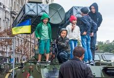 День независимости в улице Khreshchatyk в Kyiv, Украине Выставка воинского оборудования редакционо 08 24 2017 Стоковое Фото