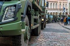 День независимости и силы обороны проходят парадом с войсками Стоковая Фотография