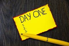 День одно сочинительства текста почерка Начало первого шага момента начала смысла концепции события программы расписания стоковая фотография rf