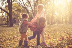 День осени Дети на парке Стоковые Фото