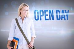 День открытых дверей против серой виньетки Стоковое Изображение